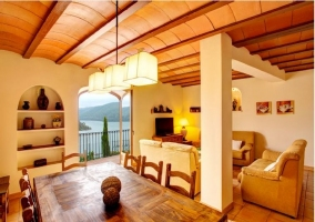 Fachada con 2 balcones