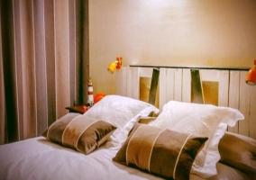 Detalles de la cama matrimonial