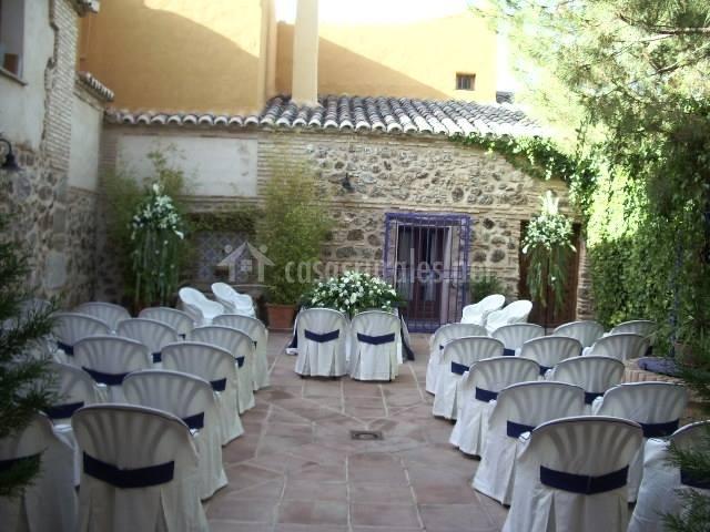 Casa rural lamo grande en layos toledo for Alamo playhouse salon jardin