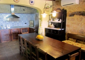 Salas de la casa con mesa redonda