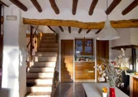 Cocina y escalera de acceso