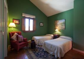 2 camas individuales en el salón