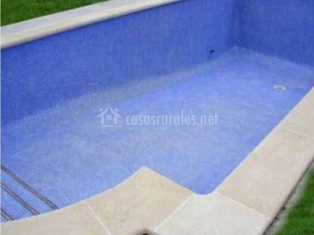 Piscina por dentro de casa rural