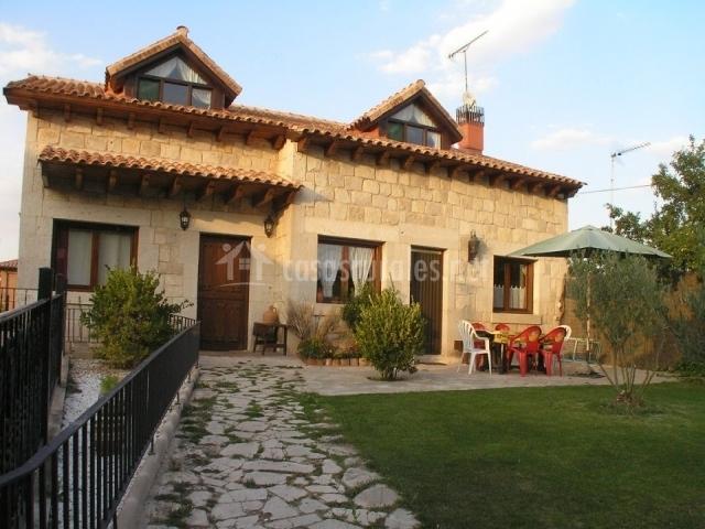 Camino de las hoces casas rurales en milagros burgos - Casa rural riaza ...