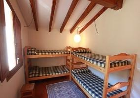 Dormitorio de literas, para los niños de la casa