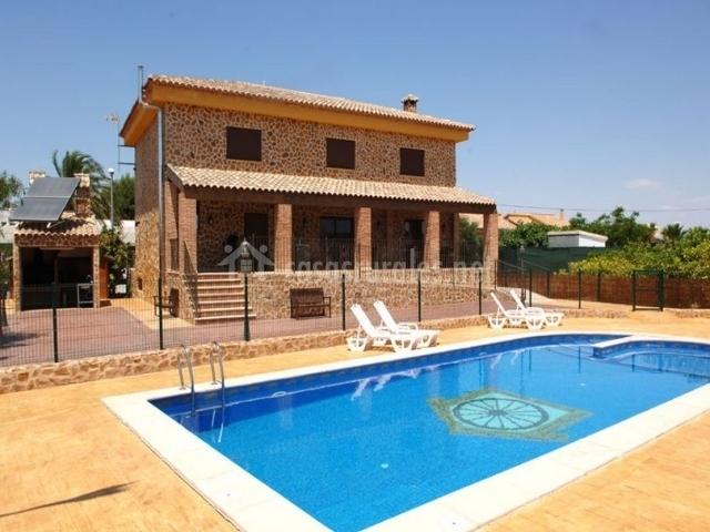 La casa con piscina
