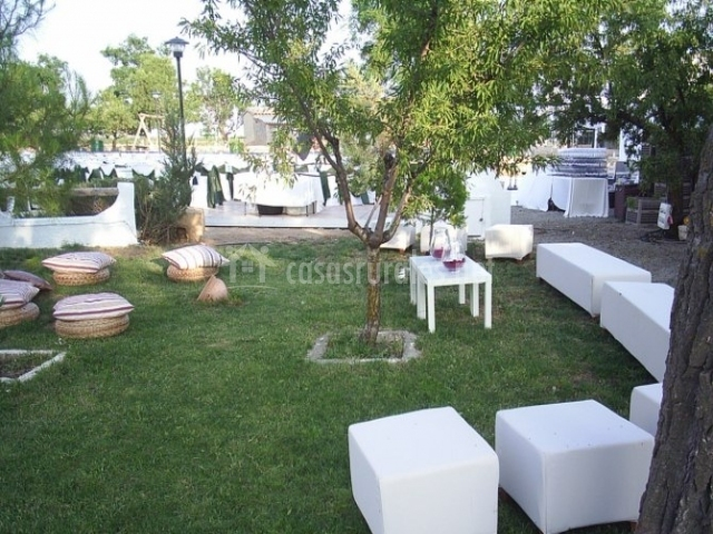 Cortijo los llanos casa principal casas rurales en for Chill out jardin