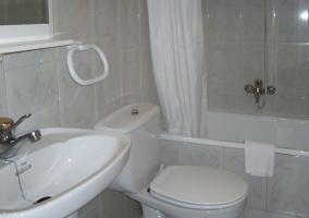 Luminous bathroom of the room 1