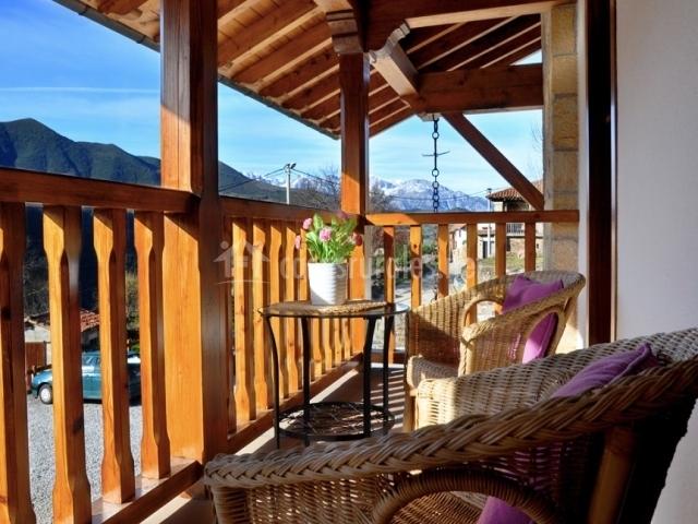 Apartamentos los llares en lerones cantabria for Mobiliario terraza pequena