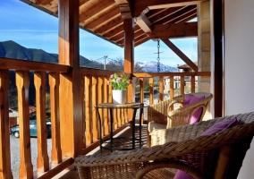Terraza con mobiliario de jardín