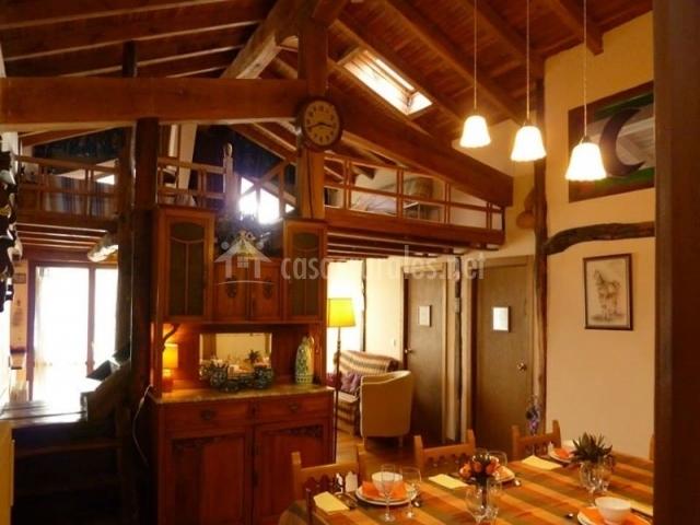 Casa atostarra en ibero navarra for Mesita de comedor