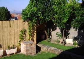 Vista exterior del alojamiento con jardines