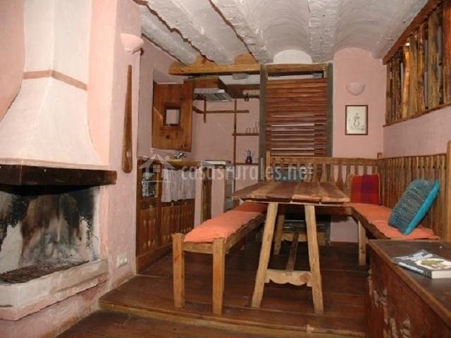 Molino del conde en alcala de la selva teruel - Casa rural con chimenea en la habitacion ...