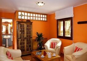 Habitación con paredes en color rojo