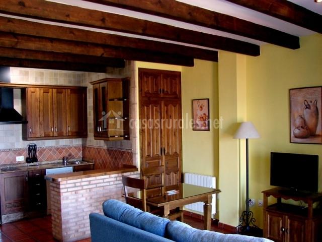 Apartamentos sierra de segura en segura de la sierra ja n for Cocina abierta sala de estar
