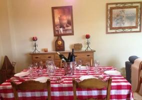Mesa de comedor en el salón