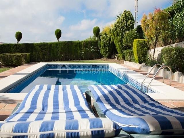Casa los lirios en antequera m laga for Hamacas de piscina
