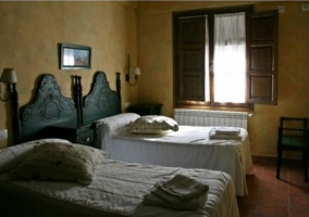 Dormitorio con varias camas individuales