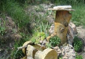 Sistema de agua con troncos de madera
