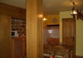 Sala de estar y comedor junto a cocina