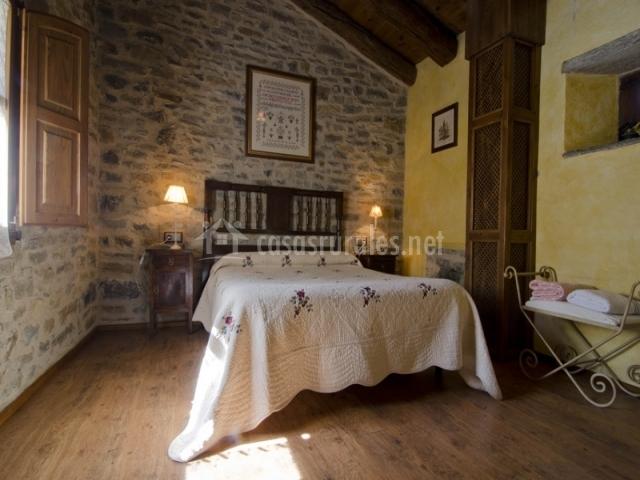 Dormitorio de matrimonio de piedra