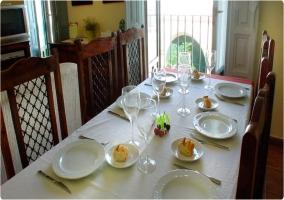 Mesa de comedor preparada