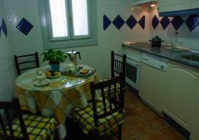 Mesa redonda en la cocina