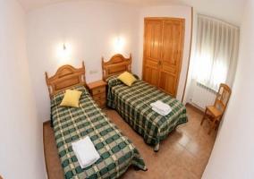 Habitación con dos camas separadas