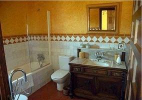 Dormitorio principal de la casa rural clásica