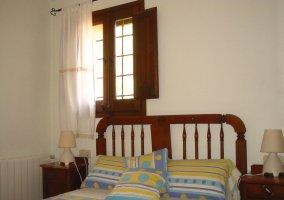 Dormitorio con otra cama de matrimonio