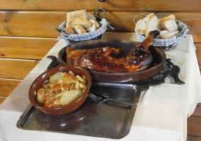 Restaurante con platos cocinados