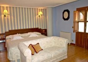 Dormitorio en tonos naranjas