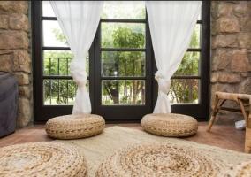 Salón con ventanal