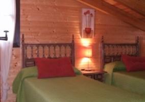 Segundo dormitorio doble con camas verdes