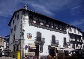 Edificio clásico del pueblo de Candelario