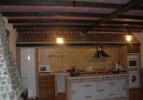 Cocina junto a chimenea