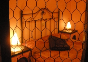 Dormitorio a traves de valla