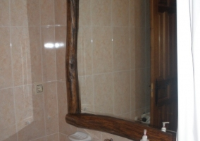 Lavabo y espejo del aseo