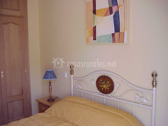 Apartamentos rurales el pajar de aoslos en aoslos madrid for La cama de matrimonio