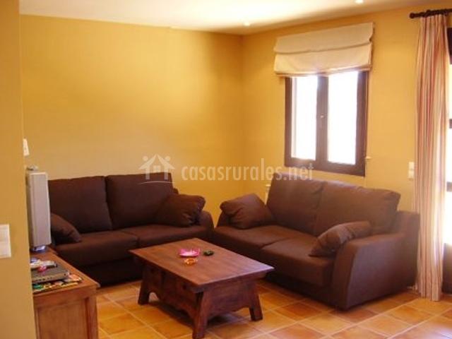Apartamentos miraltajo en corduente guadalajara - Sofas marrones decoracion ...