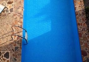 Agua cristalina de la piscina