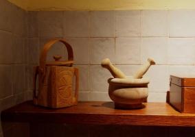 Mortero y otros enseres de cocina tradicionales