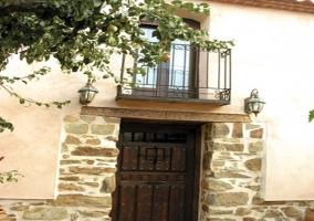 Puerta de acceso al alojamiento