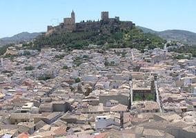 Zona centro del pueblo con la iglesia