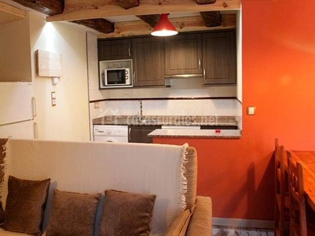 Balc n del pirineo rural ordesa en buesa huesca for Barra americana cocina salon
