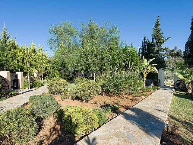 Agroturisme xarc en santa eularia des riu ibiza for Camino de piedra jardin