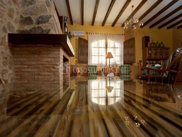 Salón muy bien decorado de la casa rural