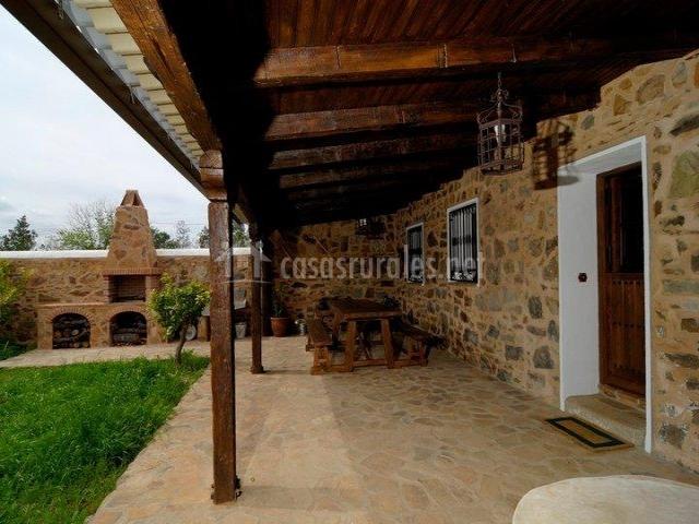 Casa rural tio vitorino en pueblo nuevo del bullaque for Barbacoa piedra volcanica jardin