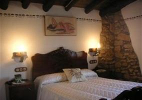 Dormitorio de matrimonio. Cabecero de madera