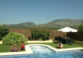 La piscina y la zona de jacuzzi